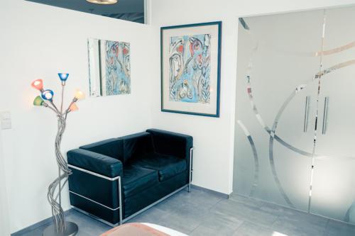 ricare-dettingen-behandlungszimmer-sofa