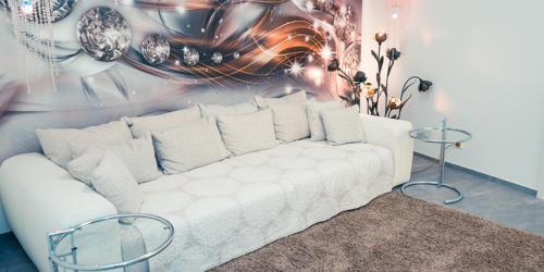 ricare-dettingen-wartebereich-sofa